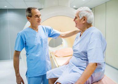 paciente em exame de ressonancia magnética